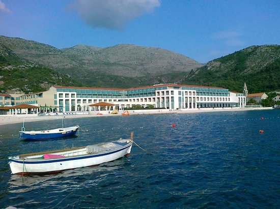Slano, Kroatia: Hotel is really by the sea.