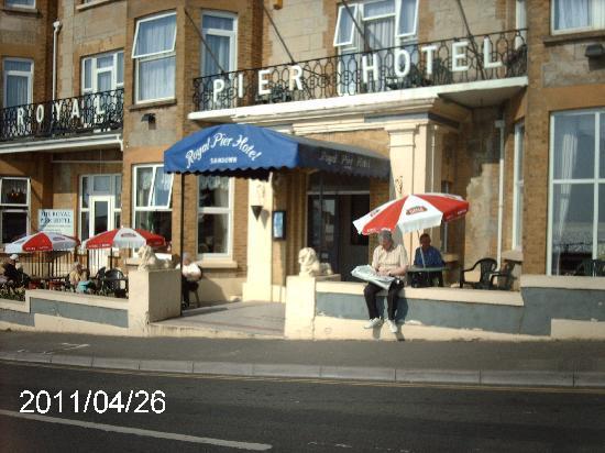Royal Pier Hotel: ENJOYING THE SUN