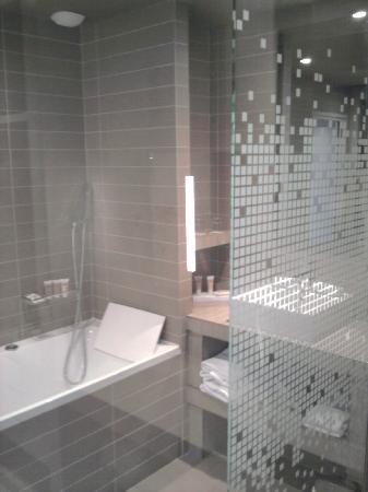 Pullman Toulouse Center: tres belle salle de bain
