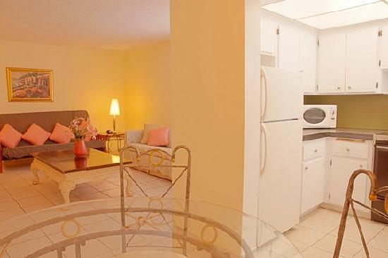 Seaside Motel: One Bedroom Unit - Kitchen Area / Living Room
