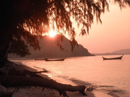 Coral Island Resort: Sun sets were stunning
