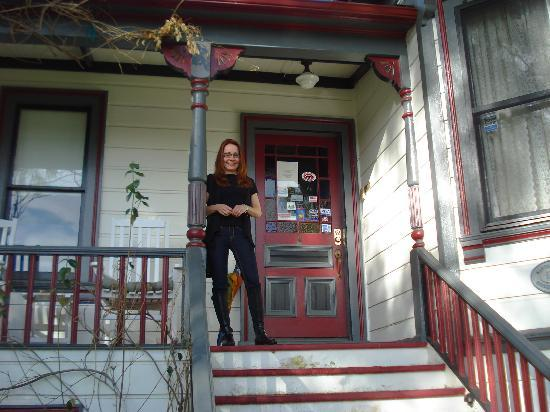 Madison Street Inn: Your very own front porch