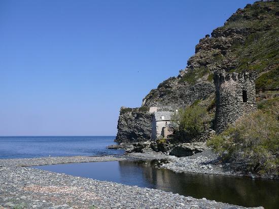 Nonza, France : La tour génoise de la même plage