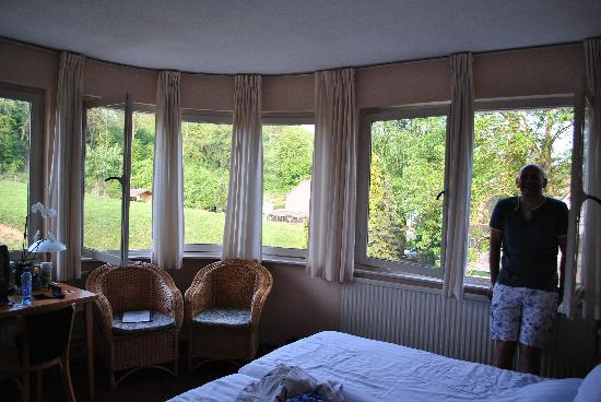 Hotel Kadampa : Large room (14) with a view over the fields