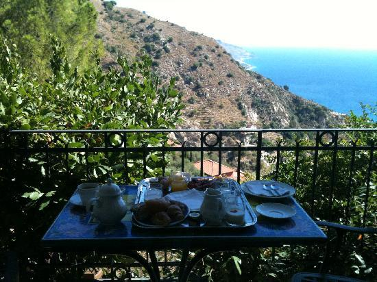 Hotel Villa Ducale: breakfast on our private terrace