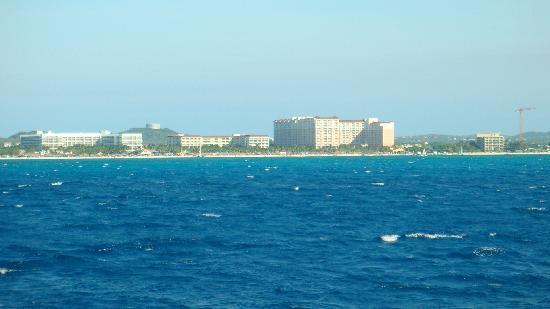 Marriott's Aruba Ocean Club : left to right. marriott stellaris aruba, marriott ocean club aruba, marriott surf club aruba