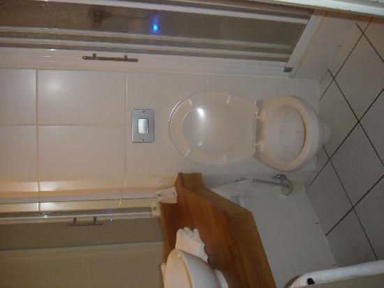 Comfort Hotel Lille-Mons en Baroeul : Bathroom