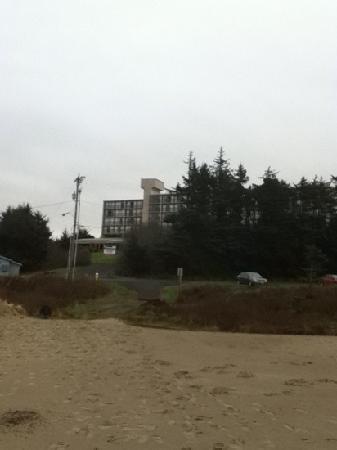 Best Western Agate Beach Inn: a view from the beach