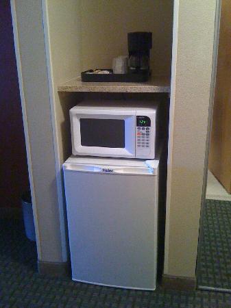 Best Western Plus Rama Inn: Coffee maker, fridge & microwave