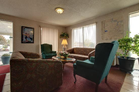 Americas Best Value Inn / Warrenton: lobby area