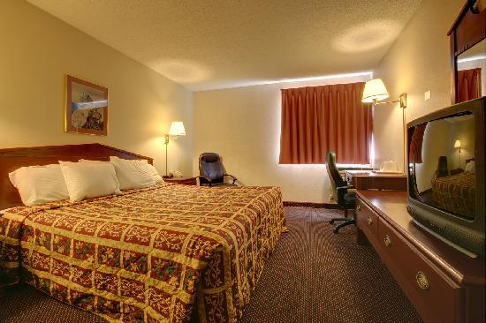 Americas Best Value Inn / Warrenton: king room