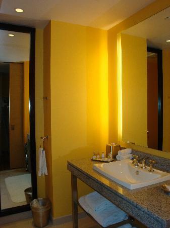 West 57th Street by Hilton Club: Bathroom