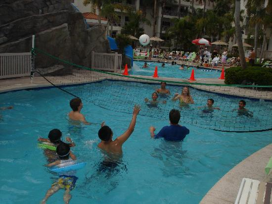 Palm Canyon Resort & Spa: Fun at the pool!