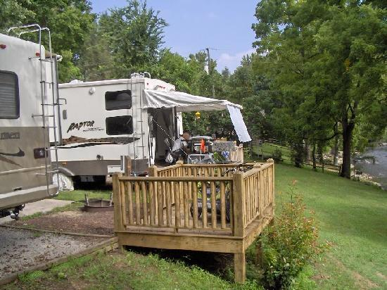Townsend / Great Smokies KOA: Camping with decks overlooking the river
