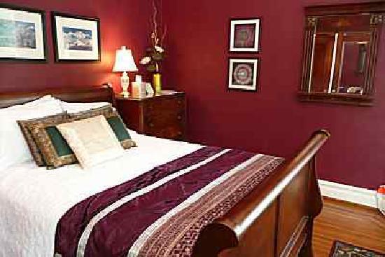 Shining Dawn Bed and Breakfast Retreat Center: Jewel in the Heart Room