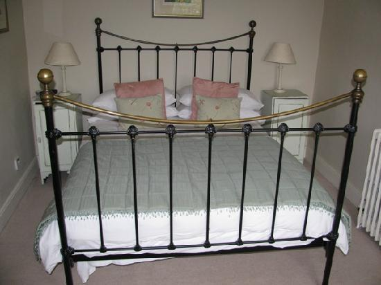 Cantre Selyf: Our clean, crisp bed