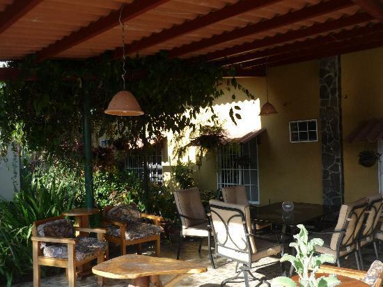 Anton Valley Hotel: el porche (o Terraza)