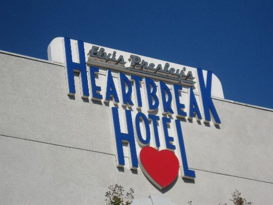 Elvis Presley's Heartbreak Hotel: Hotel entrance