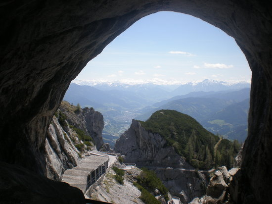 Werfen, Österreich: The view from the entrance to the caves.