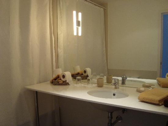 6Only Guest House: baño