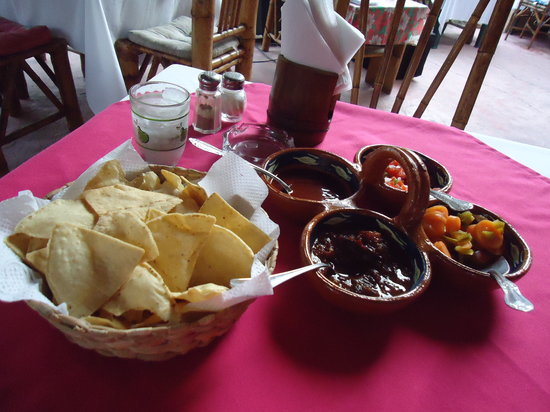 Rufo's Grill: Chips and salsa that came before your meal
