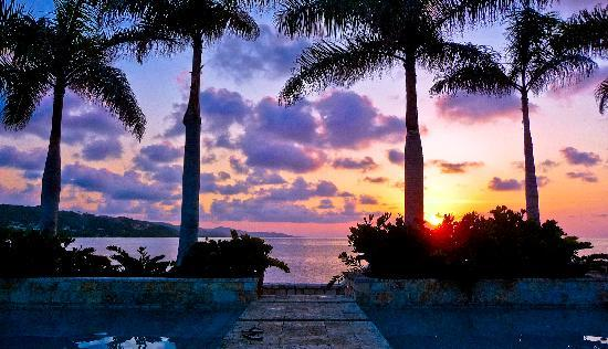 Round Hill Hotel & Villas: Another Sunset at the Infinity Pool
