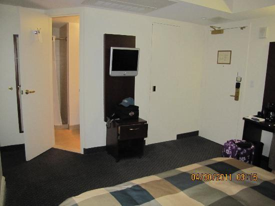 Club Quarters Hotel in Houston: Small flat sceen tv