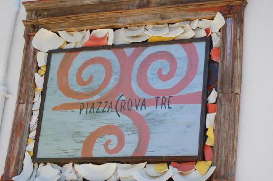 Piazza Crova 3: Insegna Artistica Ristorante