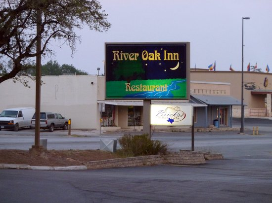 ‪‪River Oak Inn & Restaurant‬: Front sign‬