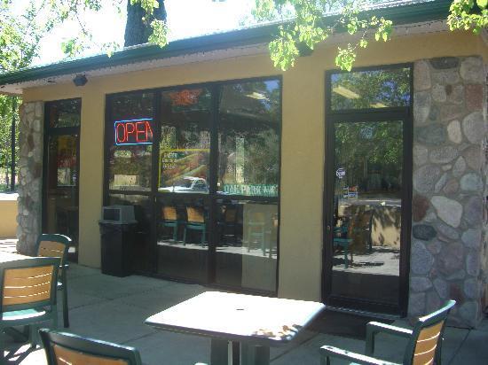 Hog Wild BBQ: Oak Park Avenue in the window