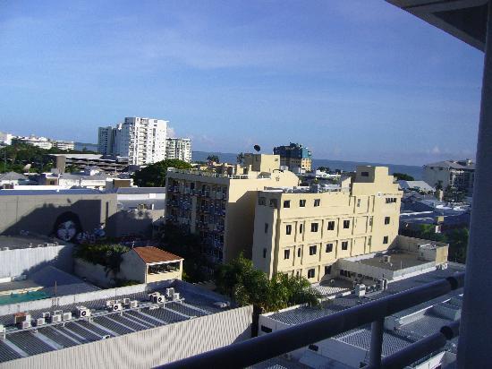 ريدجز بلازا كايرنز: ホテルの窓から見た風景