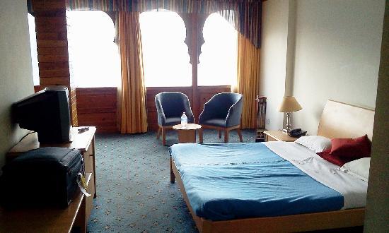 Hotel Kinner Kailash (HPTDC): room