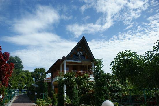 Samosir, Indonesia: Horas Indah is on the 2nd floor