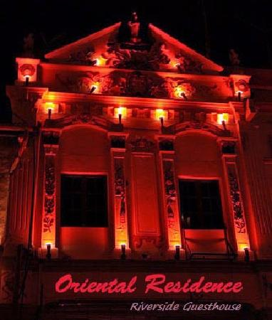 Oriental Riverside Residence Guest House: Oriental Residence at Night