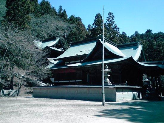 Miyoshi, Япония: 後ろの山に乗る立体的な社殿