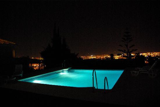 Hotel Villa Guadalupe: zwembad bij nacht