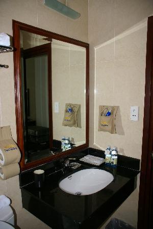 Thang Long Opera Hotel: Ванная 2