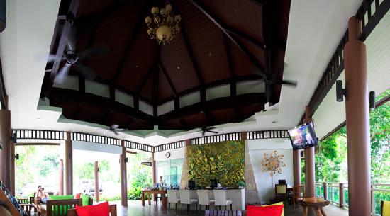 Secret Cliff Resort: Lobby