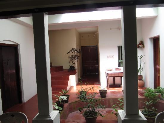 Snehadhara Homestay: Living room