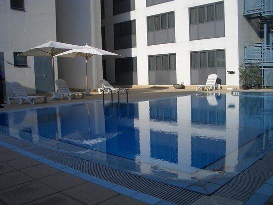 Zenit Diplomatic Hotel: piscina