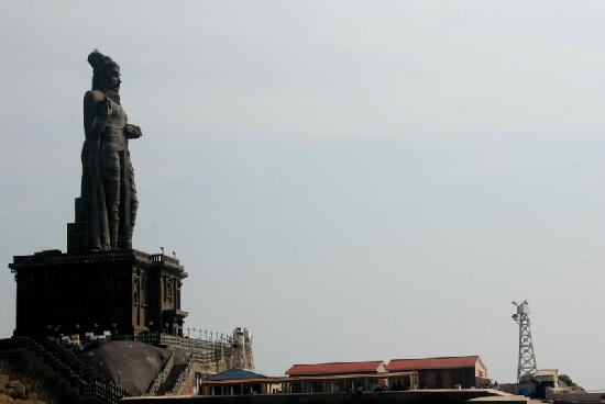 Kanyakumari, Índia: The terrible statue