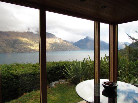 Azur: Blick auf den See