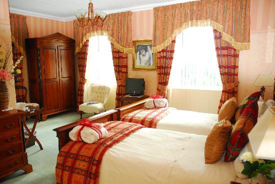 Moorlands Country House: twin room