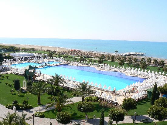 Voyage Belek Golf & Spa: View from our room over pool and beach