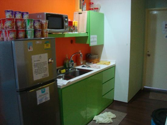 Beary Nice! by a beary good hostel: kitchen