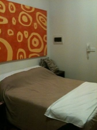 Melbourne Studio Apartments Latrobe: The double bed
