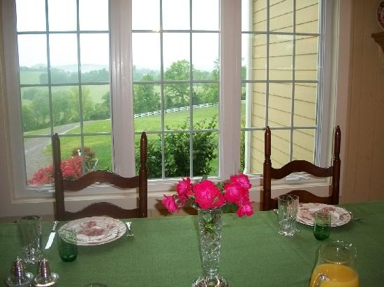 Beechgrove, TN: The breakfast table