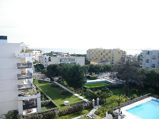 Nemea Residence Le Lido : vue de la terrasse de l appartement