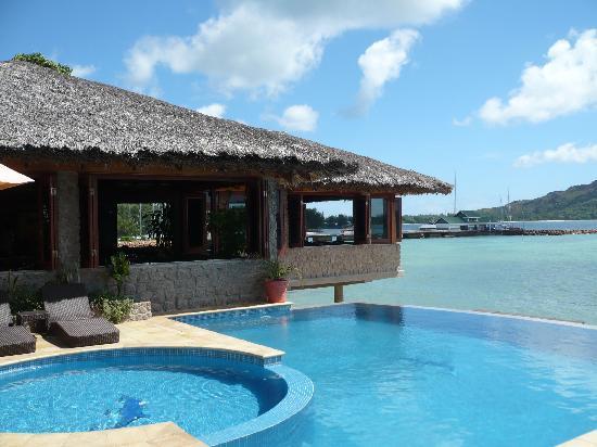 Chalets Cote Mer: piscina e ristorante  cote mer