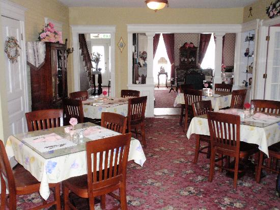 J. D. Thompson Inn Bed and Breakfast: Dining room where breakfast is served
